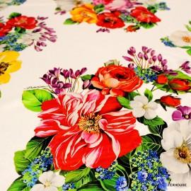 Коприна Dolce&Gabbana бял фон