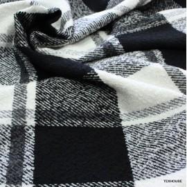 Букле каре черно-бяло